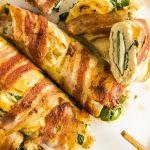 Rollos de pollo rellenos de espinacas y tocino