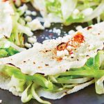 Enchiladas de col en hoja de jicama