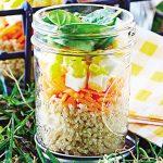 Ensalada en frasco de quinoa con verdura