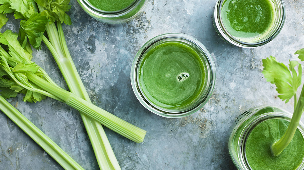 verduras de hoja verde en jugo