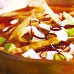Cómo preparar sopa de tortilla tradicional mexicana