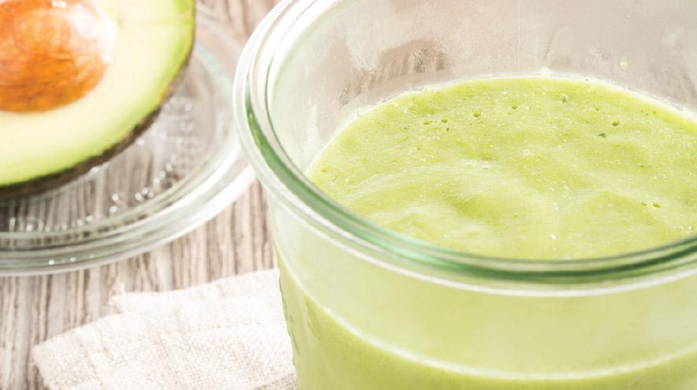 smoothie de manzana con aguacate
