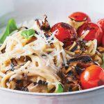 Espagueti con champiñones y jitomate