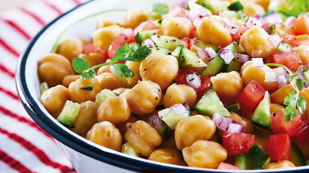 Receta de ensalada de garbanzo y jitomate | Cocina Fácil