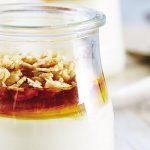 Gelatina de yogur con miel y granola