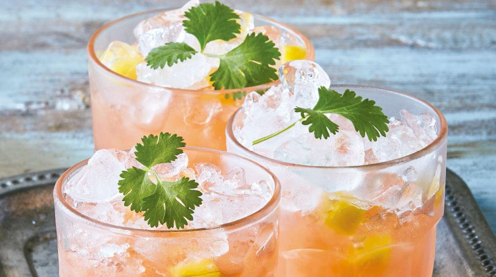 Coctel de toronja con piña y tequila