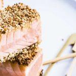 Cubos de salmón con ajonjolí