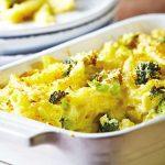 Pastel de pasta con brócoli y queso feta
