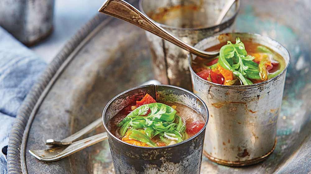Sopa de flor de calabaza con nopales