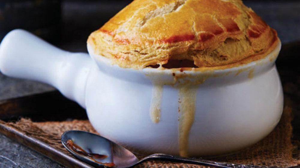 sopa de cebolla con hojaldre