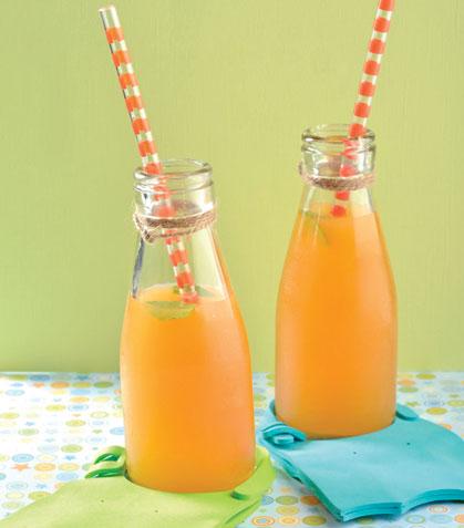Agua de piña con naranja y menta