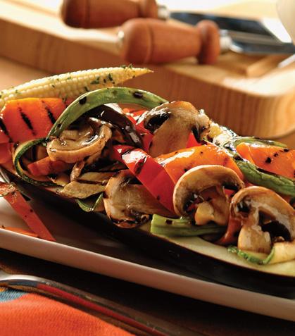 Berenjena rellena de verduras asadas con vinagreta de romero