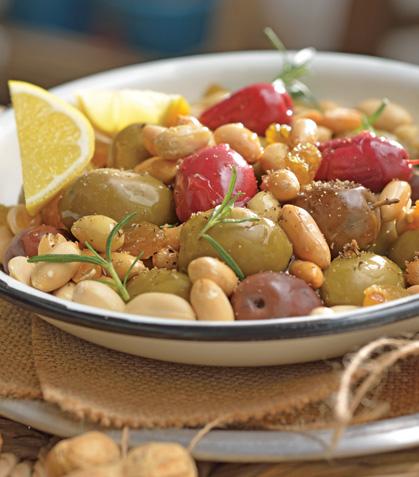 Cacahuates fritos con aceitunas marinadas