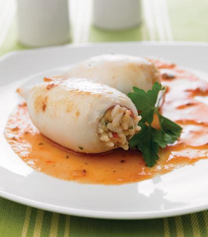 Calamares rellenos en salsa de guajillo