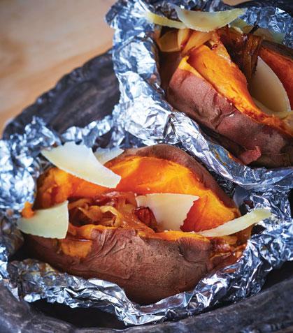 Camote al horno con cebolla caramelizada