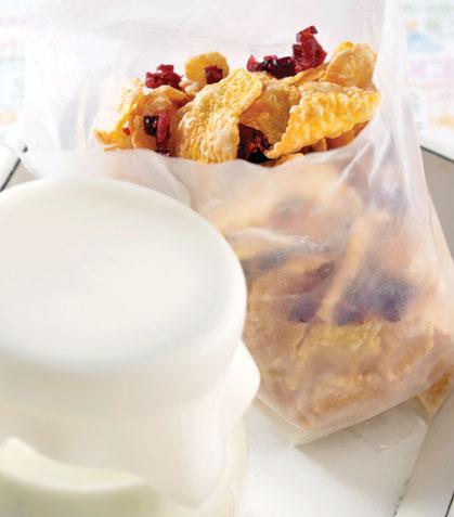Cereal con arándanos y leche