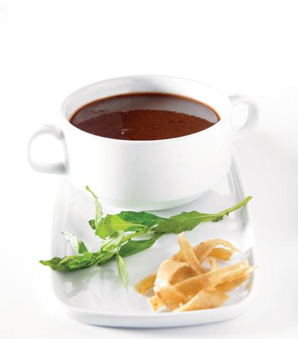 Crema de frijol con chipotle