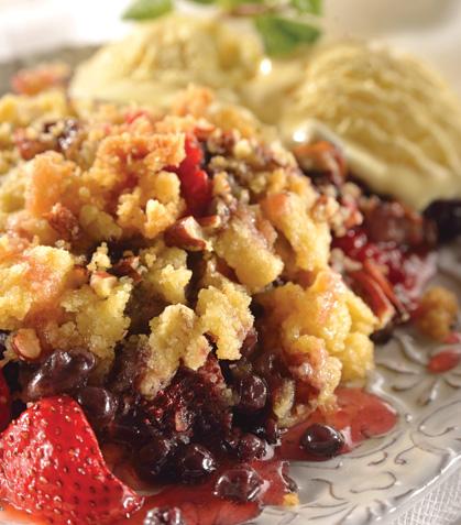 Crumble de frutos rojos con helado de vainilla
