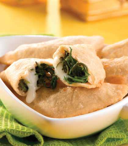 Empanaditas de romeritos con queso