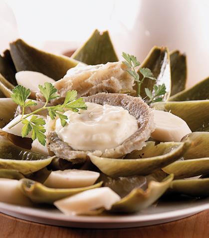 Ensalada de alcachofas y palmitos con salsa tártara