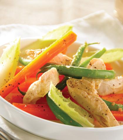 Ensalada tibia de ejote y zanahoria con pollo cocido en aromático