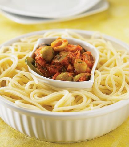 Espagueti con atún guisado