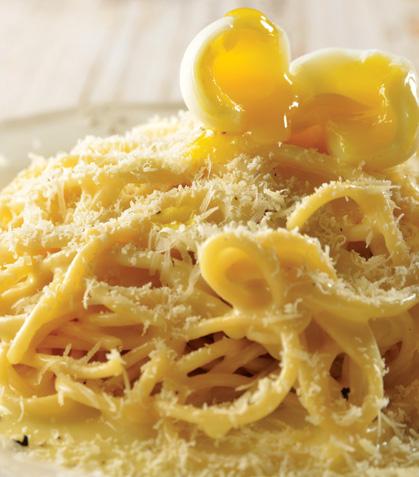 Espagueti con huevo de codorniz y parmesano