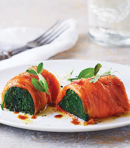 Espinaca cubierta de salmón ahumado