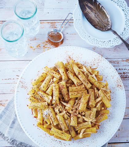 Frittata de pasta con pollo y canela