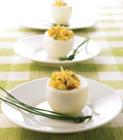 Huevos con ensalada y aderezo americanos