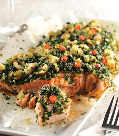 Lomo de salmón con costra de ajo y perejil
