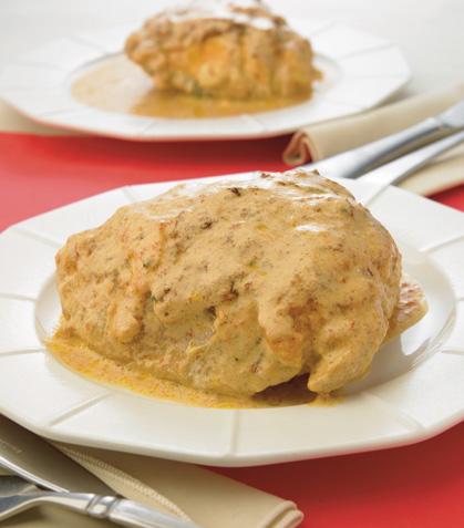 Muslos rellenos de queso con crema al chipotle
