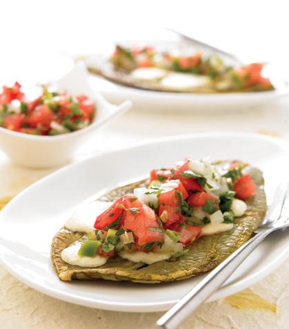 Nopal tipo mollete con salsa mexicana
