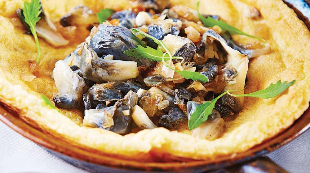 Omelete abierto de huitlacoche