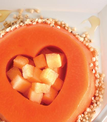 Papaya marinada con melón y quinoa