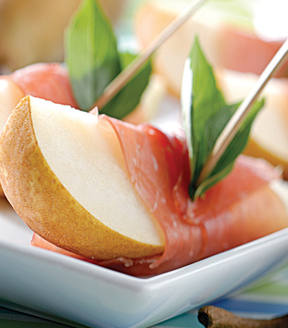 Peras con jamón y albahaca