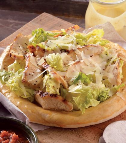 Pizza de ensalada César con pollo