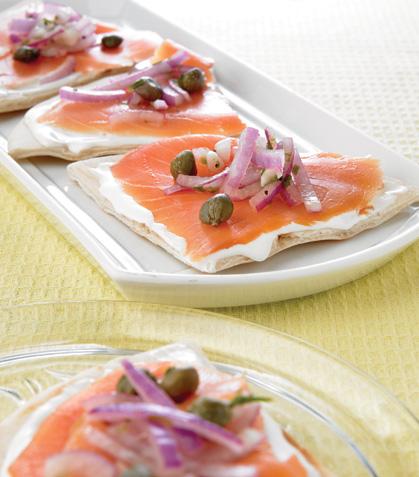 Pizzetas de salmón con salsa de alcaparras