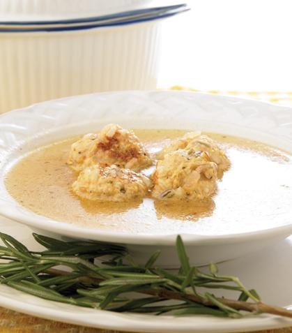 Sopa de albóndigas de pollo al limón