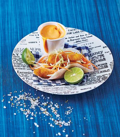 Taco de pescado empanizado en hoja de jícama