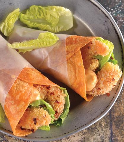Tacos de camarón empanizado con chipotle