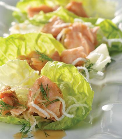 Tacos de lechuga con salmón al miso