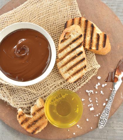 Tapitas de chocolate con aceite de oliva y flor de sal