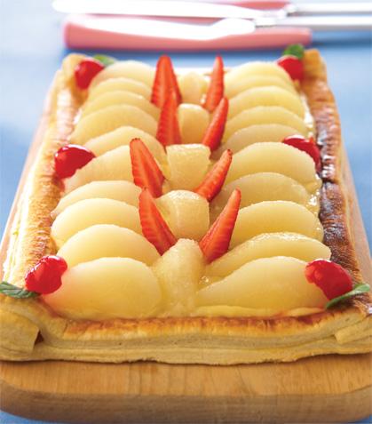 Tarta de peras con fresas