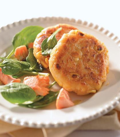 Tortitas de elote con salmón asado