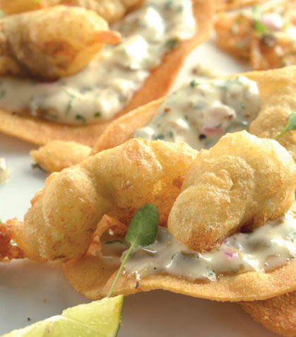 Tostada de ostiones tempura con salsa tártara