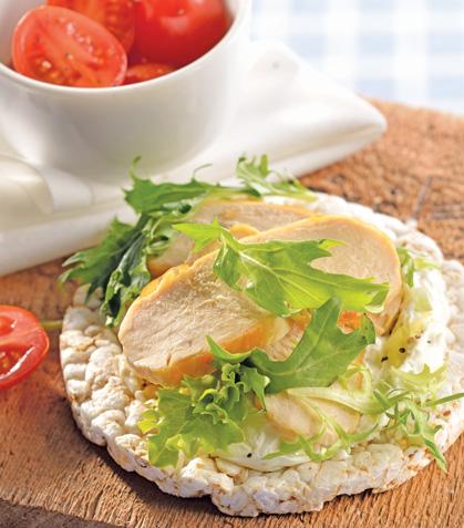 Tostadas de arroz con pollo asado