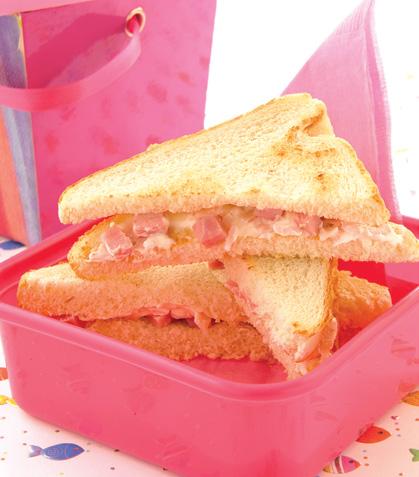 Triángulos de pan con crema de jamón