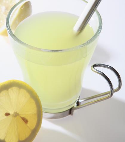 Agua de apio con limón