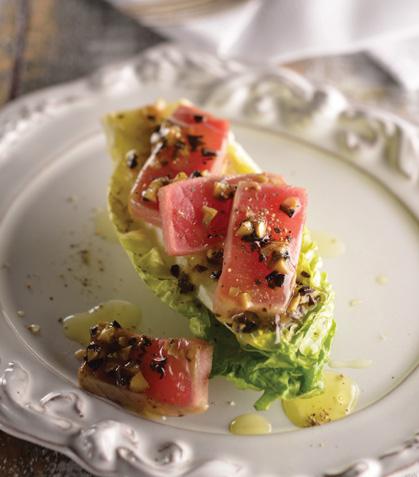 Corazón de lechuga con atún y aderezo de aceituna